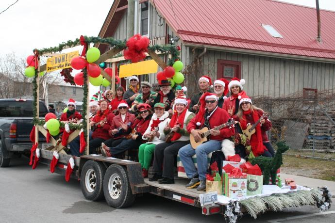 Christmas parade 2013 dover uke heads 012